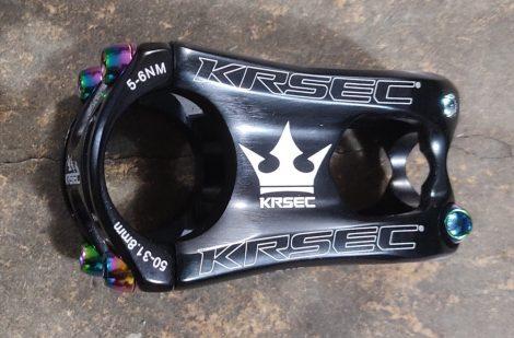 Kormányszár 31,8/50mm KRSEC Rainbow Oilslick csavarokkal 167g Fekete